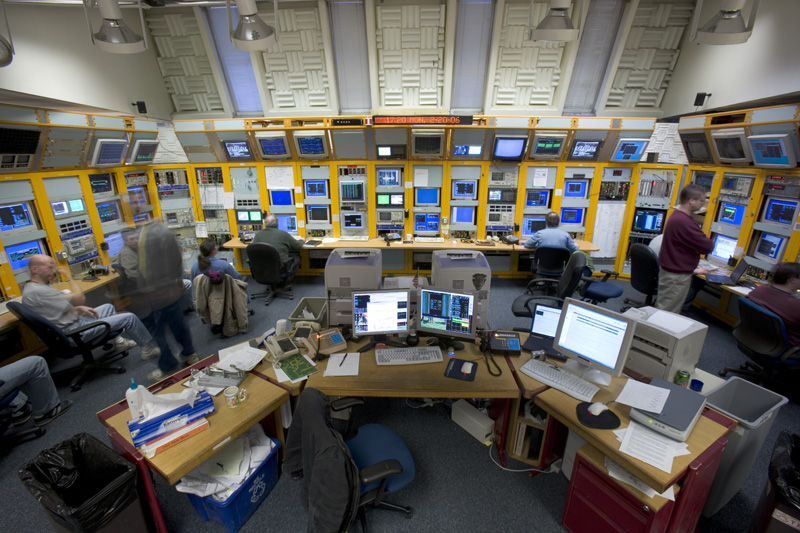http://www.fnal.gov/pub/today/images06/ControlRoom.jpg